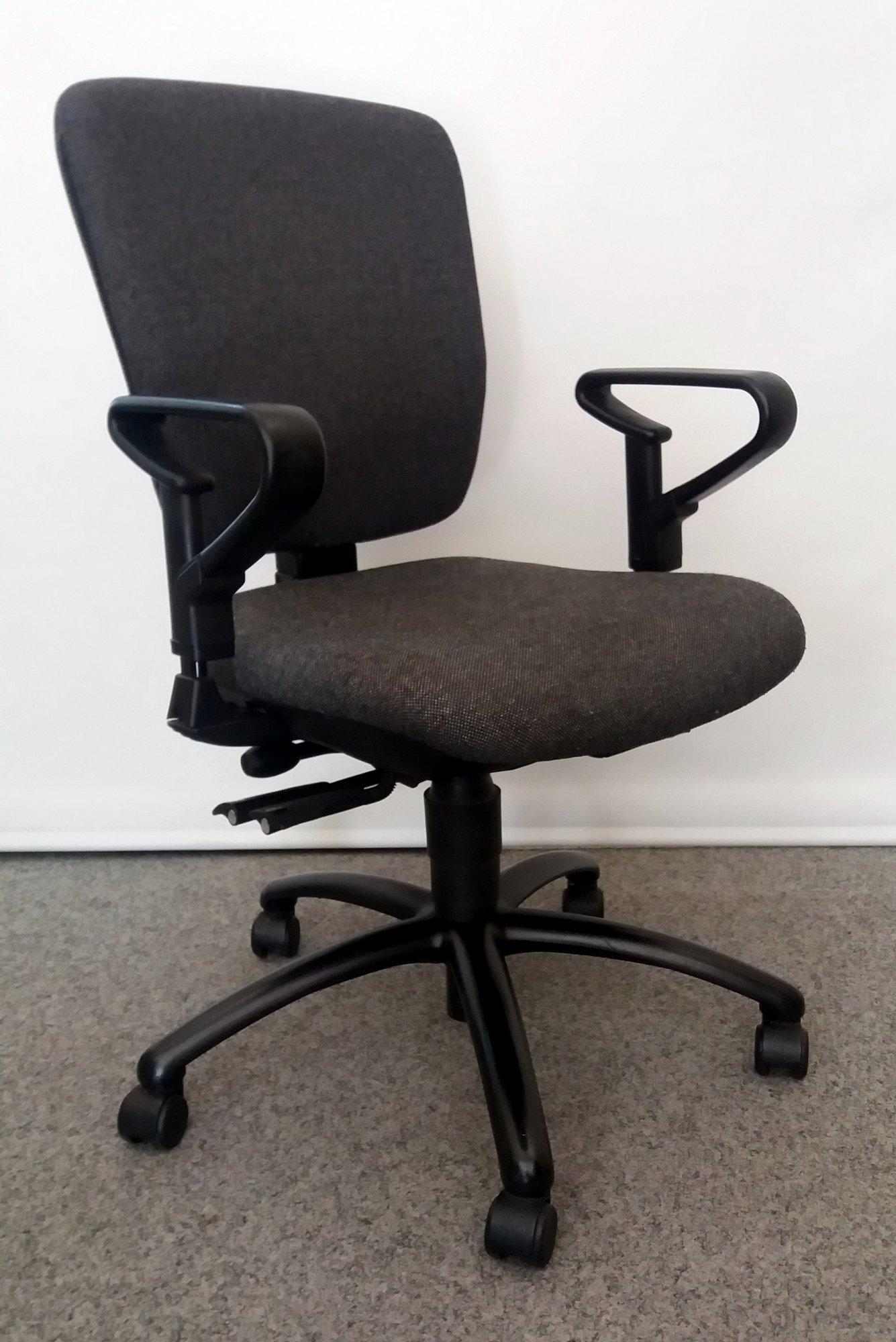 anthrazit farbiger b rodrehstuhl von dauphin das zweite b ro b rost hle dauphin. Black Bedroom Furniture Sets. Home Design Ideas