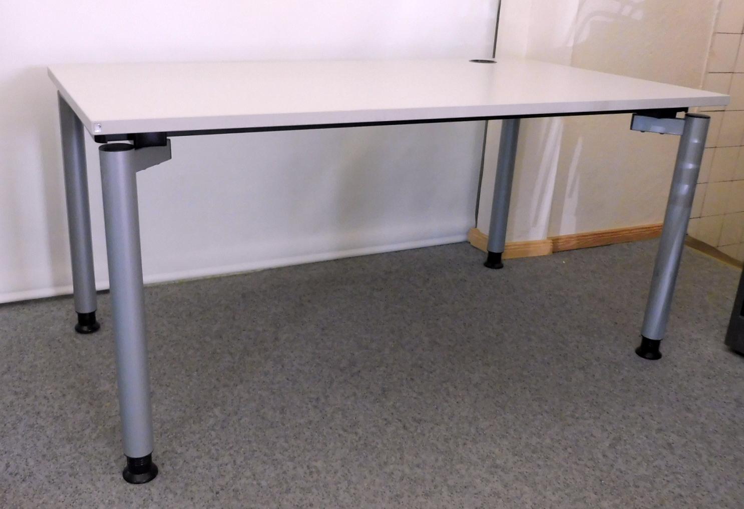 Hohenverstellbarer Schreibtisch In Lichtgrau Von Fm Das Zweite