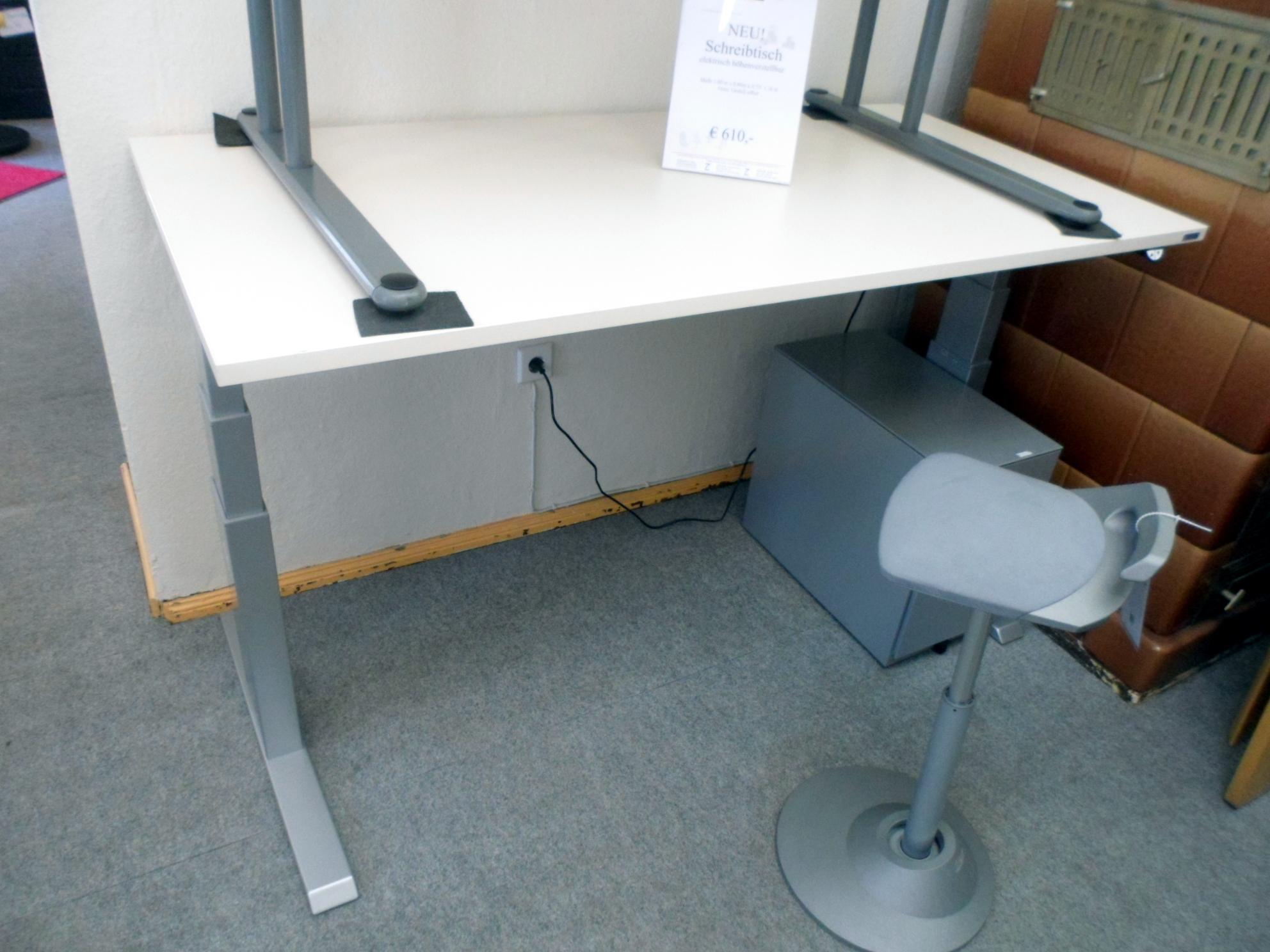 elektrisch h henverstellbarer schreibtisch das zweite b ro schreibtische. Black Bedroom Furniture Sets. Home Design Ideas