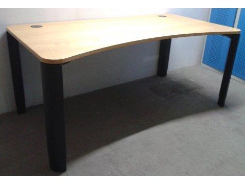 höhenverstellbarer Schreibtisch in Buche von Planmöbel
