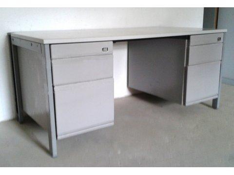 grauer Schreibtisch mit 2 Containern von Mauser