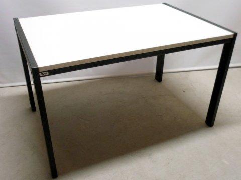 verkabelbarer Schreibtisch von DYES