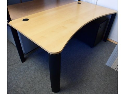 höhenverstellbarer Schreibtisch in Ahorn von Planmöbel