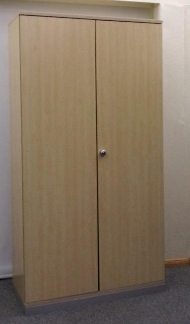 Aktenschrank mit Flügeltür