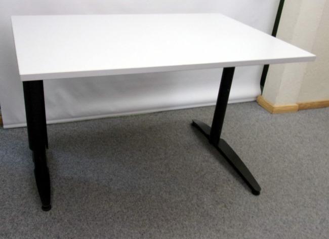 Schreibtisch in hellgrau