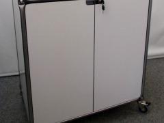 abschließbares Sideboard auf Rollen von System 180