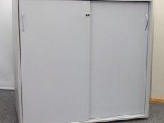 abschließbares Sideboard mit Schiebetüren