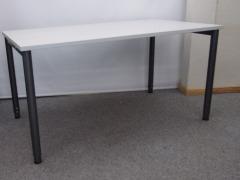 höhenverstellbarer Schreibtisch von MBT