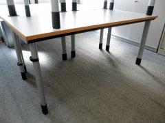 höhenverstellbarer Schreibtisch von Dyes