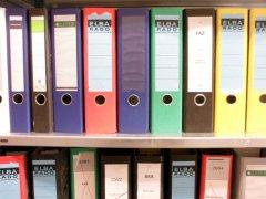 Aktenordner in verschiedenen Farben und Größen