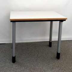 kleiner höhenverstellbarer Schreibtisch für´s Homeoffice
