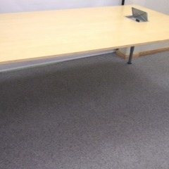 höhenverstellbarer Konferenztisch, Birkefurnier