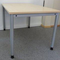 höhenverstellbarer Schreibtisch in Ahorn Dekor