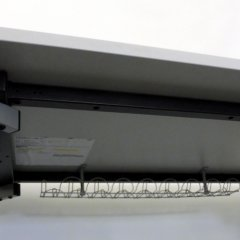 höhenverstellbarer Schreibtisch in lichtgrau von fm
